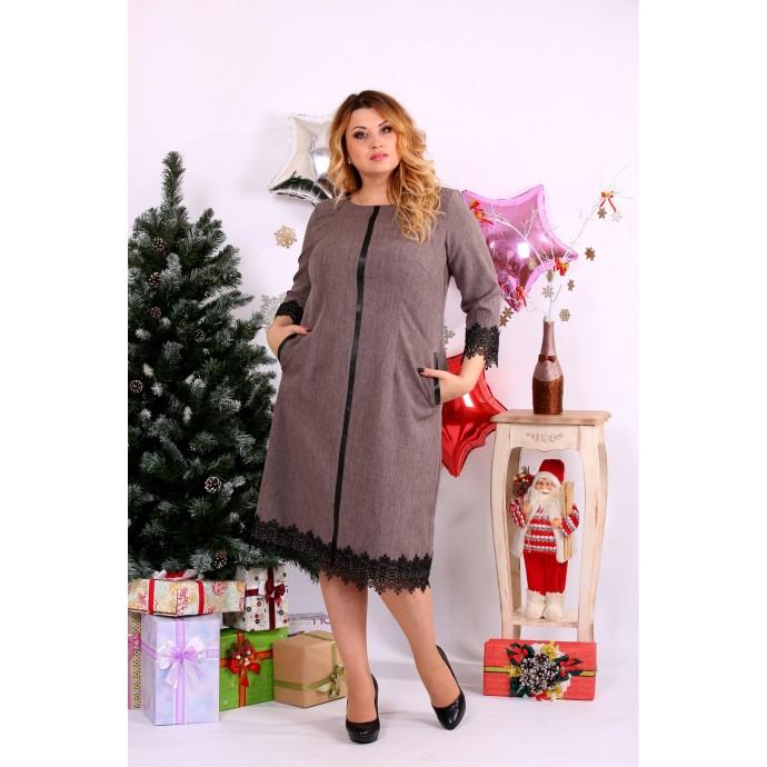 Платье баклажанового цвета с гипюром и вырезом внизу ККК1122-0660-1