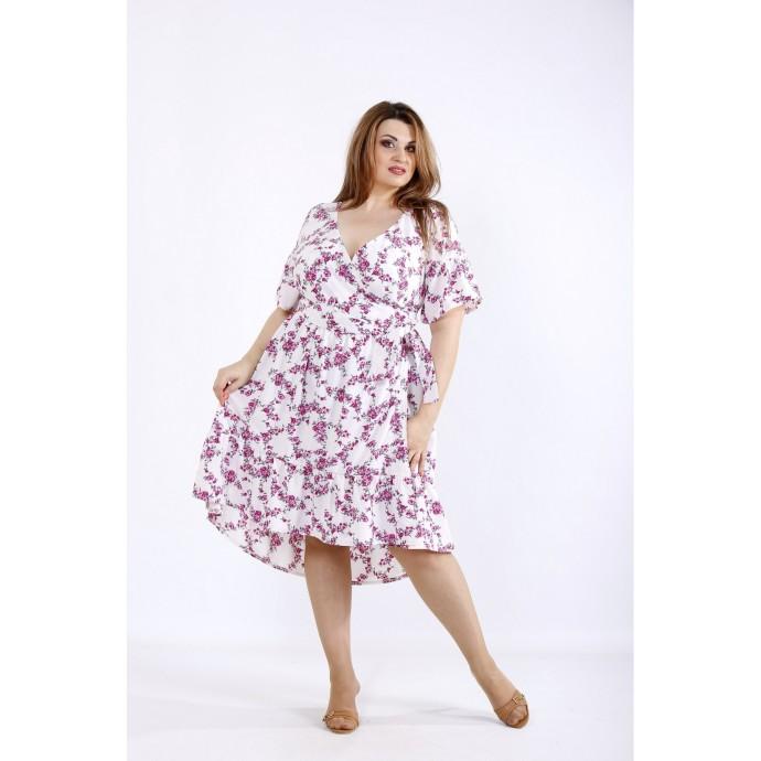 Легкое летнее платье с малиновыми цветами ККК55513-01223-3
